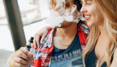 couple fume vapoteuse sans nicotine